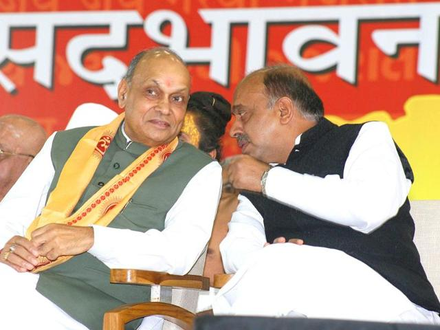Himachal-Pradesh-chief-minister-Prem-Kumar-Dhumal-with-BJP-MP-Vijay-Kumar-Goyal-at-the-launch-of-Gujarat-chief-minister-Narendra-Modi-s-three-day-fast-at-Gujarat-Convention-Centre-in-Ahmedabad
