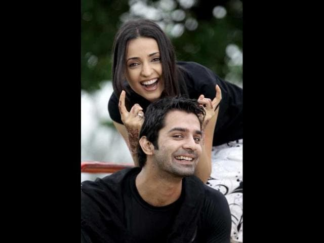 Iss-Pyaar-Ko-Kya-Naam-Doon-features-Sanaya-Irani-opposite-Barun-Sobti-and-the-two-share-intimate-moments-every-now-and-then