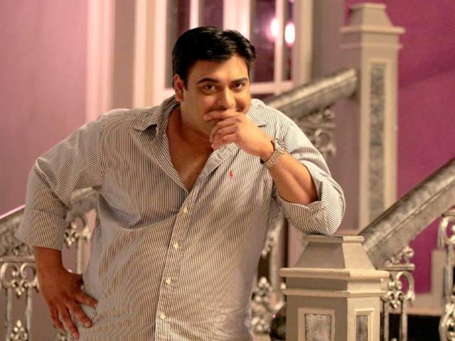 Ram-Kapoor-suppressing-a-chuckle