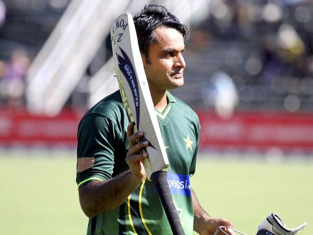 Hafeez requests Pak fans to not react like