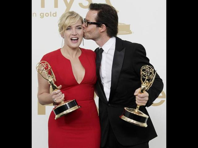 Mildred-Pierce-cast-members-Kate-Winslet-left-and-Guy-Pearce-hold-the-Emmys-for-best-actress-and-best-supporting-actor-in-a-miniseries-AP