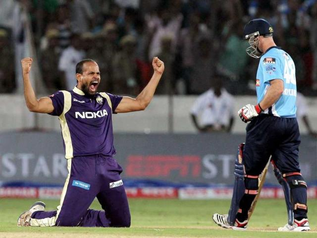 KKR-cricketers-Manvinder-Bisla-R-and-Jacques-Kallis-talk-during-the-Champions-League-Twenty20-qualifying-cricket-pool-match-between-Kolkata-Knight-Riders-and-Auckland-Aces-at-the-Rajiv-Gandhi-International-Stadium-in-Hyderabad
