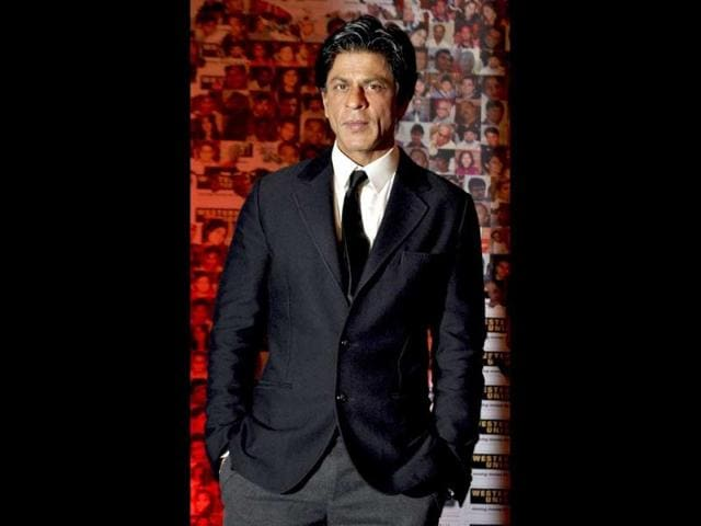 SRK-looks-handsome-in-a-black-blazer-over-crisp-white-shirt-and-black-tie