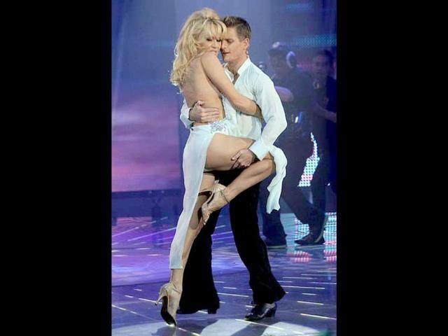 Pamela-Anderson-s-revealing-dress