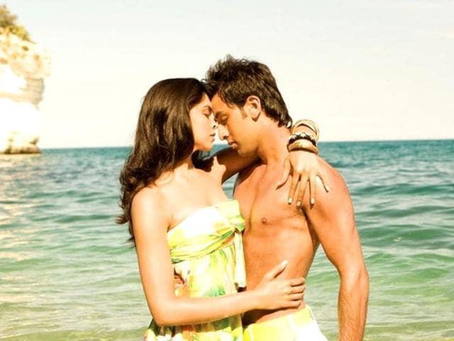 Bachna-Ae-Haseeno-Ranbir-kissed-his-ex-flame-Deepika-Padukone