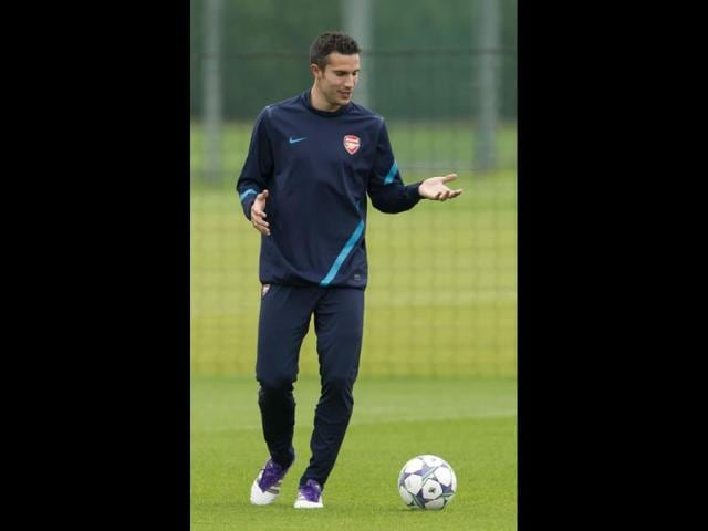 Arsenal-s-Robin-van-Persie-takes-part-in-a-training-session-at-the-club-s-facilities-in-London-Colney-England-Arsenal-are-due-to-play-Olympiacos-FC-in-a-Champions-League-Group-F-soccer-match-at-the-Emirates-Stadium-in-London