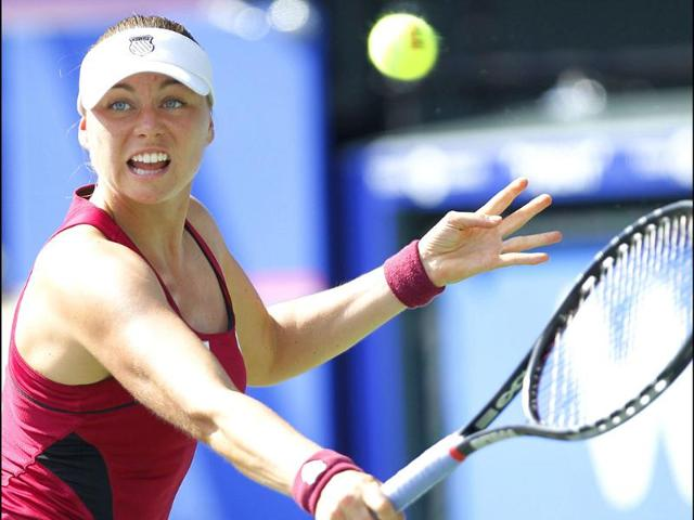 Vera-Zvonareva-of-Russia-returns-the-ball-to-Petra-Kvitova-of-Czech-Republic-during-the-semifinal-of-the-Japan-Pan-Pacific-Open-tennis-tournament-in-Tokyo