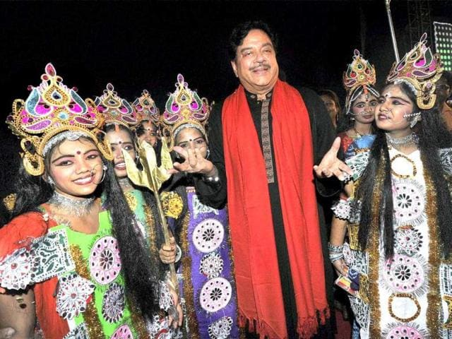 Sonakshi-Sinha-with-her-father-Shatrughan-Sinha