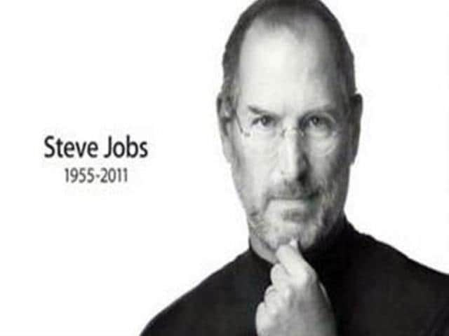 Fans-tribute-to-Steve-Jobs