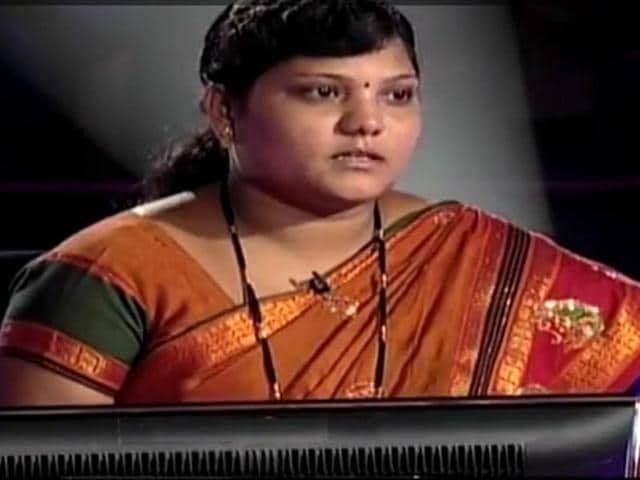 KBC-contestant-Aparna-Malikar-is-seen-in-this-TV-grab