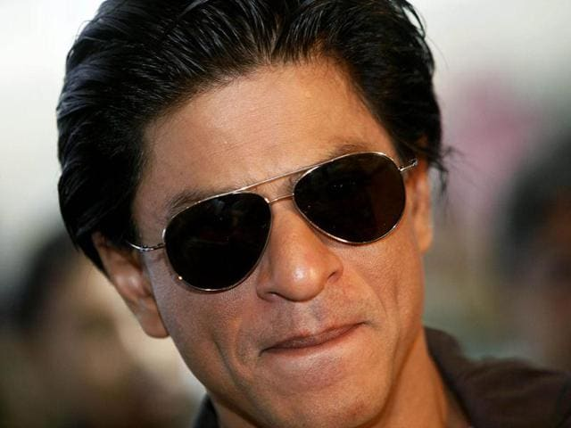 As-the-release-date-of-the-film-is-coming-near-SRK-is-busy-promoting-the-film-big-time