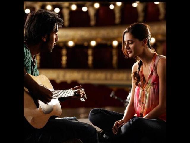 Romantic-song-Tum-Ho-features-Ranbir-Kapoor-strumming-guitar-and-singing-for-Nargis-Fakhri