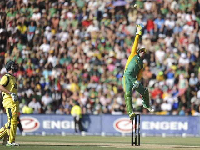 South-African-wicket-keeper-Heino-Kuhn-tries-to-block-the-ball-during-the-second-of-two-Twenty20-internationals-against-Australia-in-Johannesburg