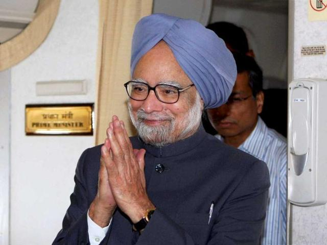 Prime-Minister-Manmohan-Singh-arrives-for-onboard-press-conference-after-completing-of-his-Pretoria-South-Africa-tour--PTI