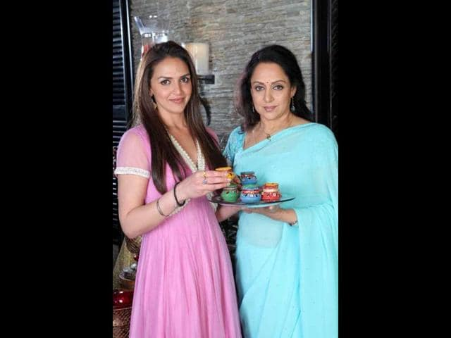 Hema-Malini-has-appeared-with-daughters-Esha-and-Ahana-in-some-ads-also-HT-Photo-Manoj-Verma