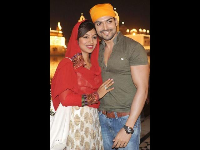 Television-actor-Gurmeet-with-girlfriend-Debina