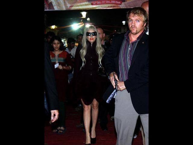 Lady Gaga cosies up with SRK, Arjun