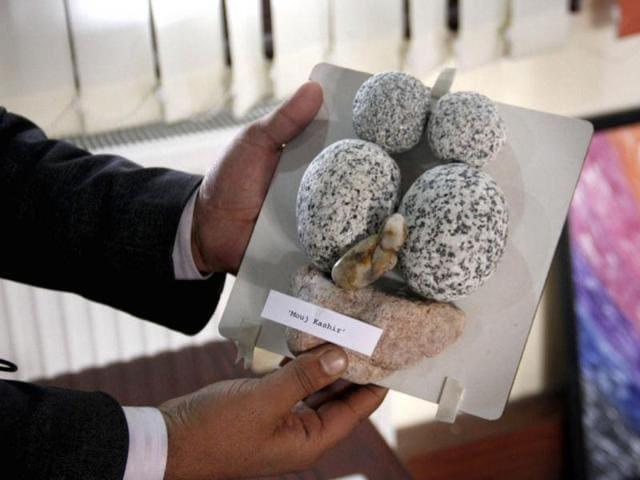 Gowhar-Nabi-Gora-displays-a-stone-installation-Mauj-Kashir-Mother-Kashmir-at-Heal-Kashmir-with-Art-programme-in-Srinagar-HT-Waseem-Andrabi
