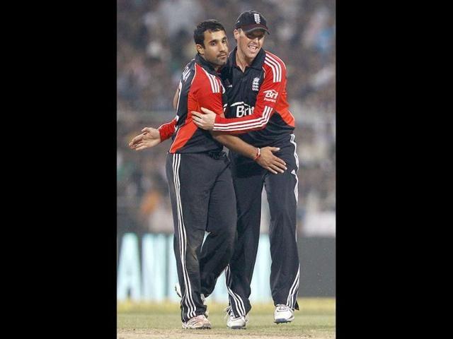 England-s-bowler-Ravi-Bopara-L-celebrates-with-captain-Graeme-Swann-the-dismissal-of-India-s-batsman-Praveen-Kumar-not-seen-during-their-Twenty20-international-cricket-match-in-Kolkata-AP