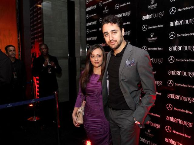 Imran-Khan-along-with-his-wife-Avantika-at-the-party-held-at-Amber-Lounge-The-Claridges-Surajkund