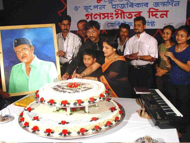 Bhupen-Hazarika-who-weaved-magic-with-traditional-Assamese-music-was-best-known-for-songs-like-Dil-Hoom-Hoom-Kare-and-O-Ganga-Behti-Ho-The-gifted-singer-died-on-Satuday-Here-s-look-at-his-life-and-times