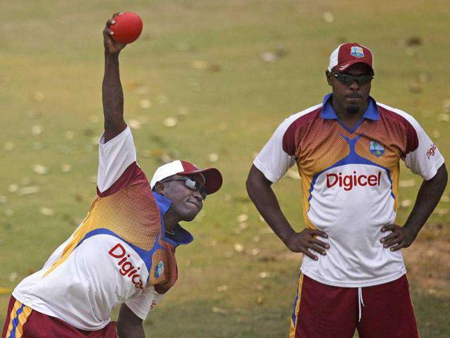 West-Indies-cricketer-Fidel-Edwards-bowls-during-a-practice-session-in-New-Delhi