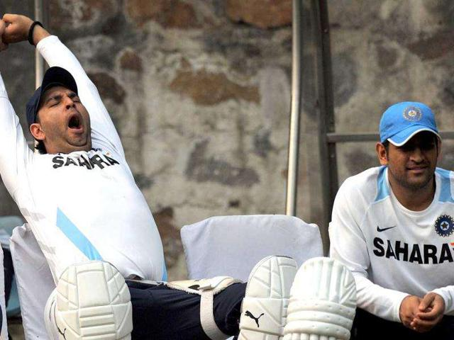 Sachin-Tendulkar-stretches-during-a-training-session-at-The-Ferozeshah-Kotla-Stadium-in-New-Delhi