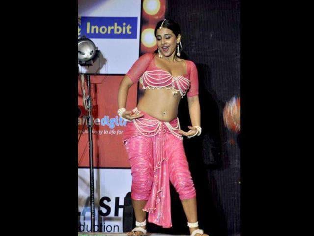 Vidya Balan,The Dirty Picture,Kadhalil Vizunthen