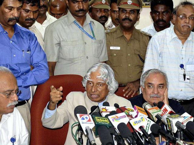 Former-president-APJ-Abdul-Kalam-addressing-a-press-conference-after-meeting-with-the-nuclear-experts-and-engineers-of-the-Kudankulam-Nuclear-Power-plant-KKNPP-on-Sunday