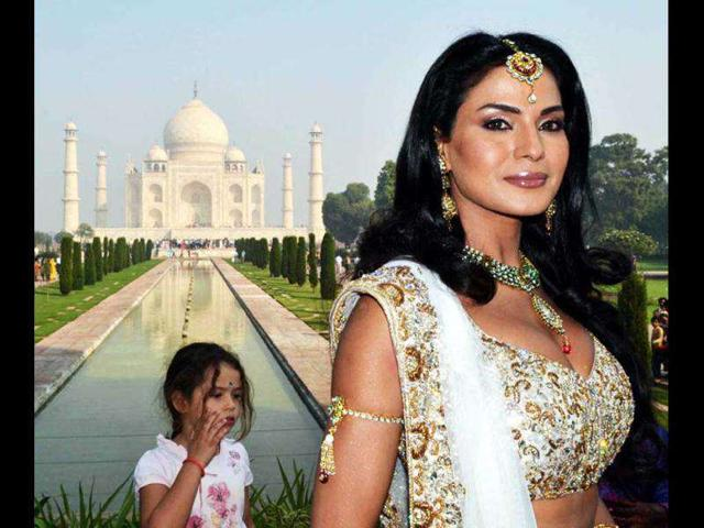 Veena Malik,Katrina Kaif,The Item Bomb Channo