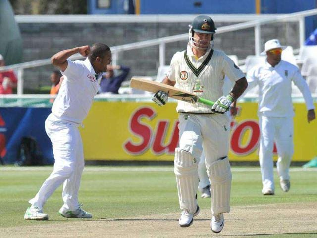 South-African-cricketer-Vernon-Philander-L-celebrates-after-appealing-successfully-against-Australian-batsman-Ricky-Ponting-C-on-the-second-day-of-the-first-Test-match-at-Newlands-Stadium-in-Cape-Town