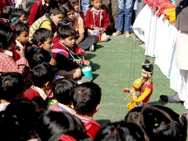 A-Puppet-show-during-the-Kite-flying-festival-at-India-Gate-lawn-in-New-Delhi-on-Saturday-HT-Photo-Virendra-Singh-Gosain