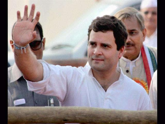 A-group-of-student-leaders-showing-black-flag-to-Congress-General-Secretary-Rahul-Gandhi-at-the-helipad-during-jan-sampark-abhiyan-rally-at-jhunsi-phulpur-on-Monday-HT