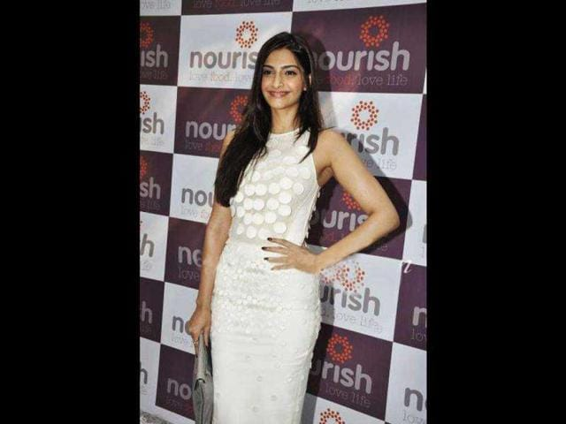 Actress-Sonam-Kapoor-dressed-in-a-pink-lehenga-also-made-her-presence-at-the-party-Photo-Prodip-Guha