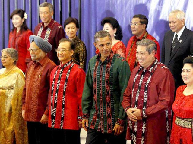 US-President-Barack-Obama-and-Indonesian-president-Susilo-Bambang-Yudhoyono-attend-the-gala-dinner-during-the-Association-of-Southeast-Asian-Nations-ASEAN-Summit-and-East-Asia-Summit-in-Nusa-Dua-on-Indonesia-s-resort-island-of-Bali
