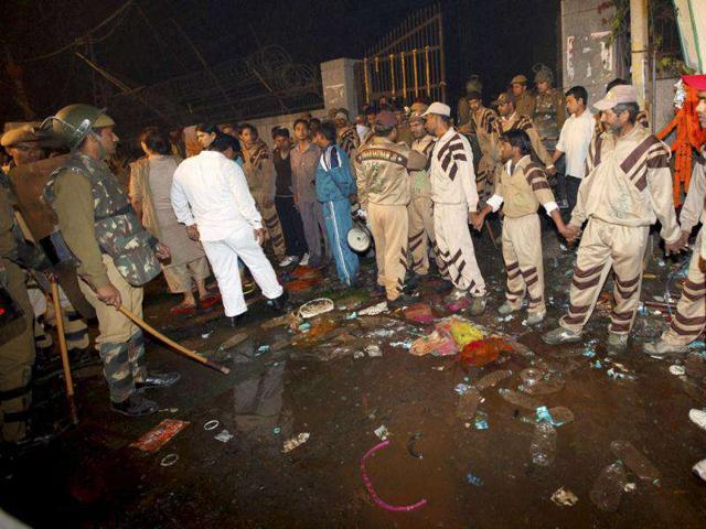 Eunuchs-react-after-a-major-fire-broke-out-at-the-site-of-their-congregation-in-the-Nand-Nagri-area-of-New-Delhi