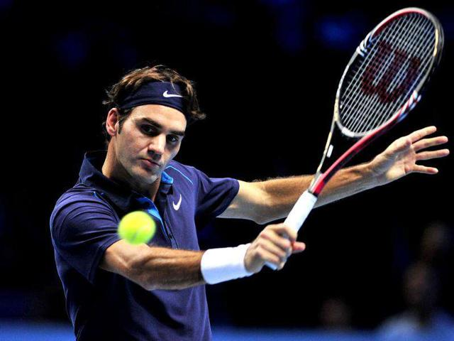 Roger-Federer-of-Switzerland-returns-against-Mardy-Fish-of-the-US-during-their-group-B-singles-match-in-the-round-robin-stage-on-day-five-of-the-ATP-World-Tour-Finals-tennis-tournament-in-London-AFP-Photo-Glyn-Kirk