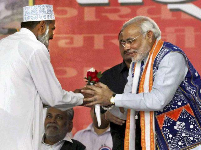 Gujarat-chief-minister-Narendra-Modi-being-greeted-by-a-Muslim-cleric-during-his-Sadbhavna-Mission-fast-at-Rajpipla-town-head-quarter-of-Narmada--District-PTI