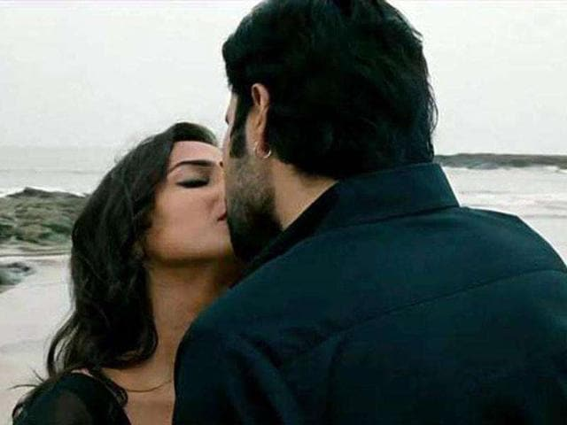 Vidya shares a kiss with co-star Emraan Hashmi.