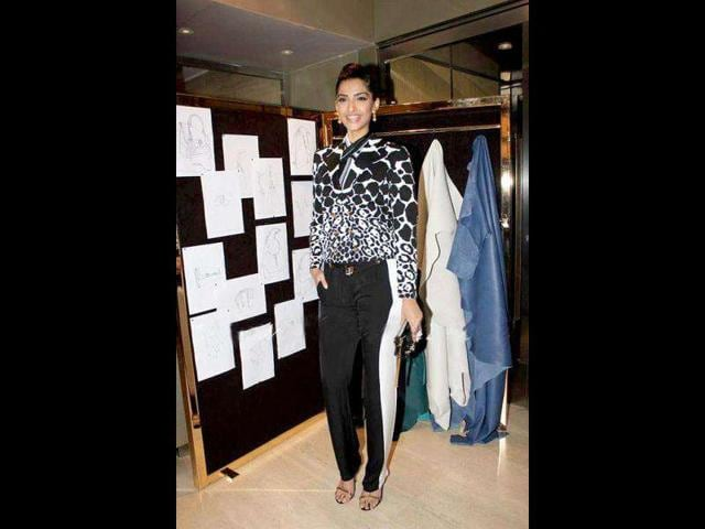 Sonam-Kapoor-was-dressed-in-GUCCI-Spring-Summer-2012-outfit