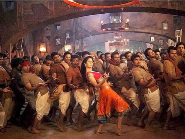 Karan-Johar-had-earlier-tweeted-Katrina-Kaif-is-doing-a-full-on-item-song-in-AGNEEPATH-its-a-total-swinging-number-called-CHIKNI-CHAMELI-we-shoot-it-in-a-week