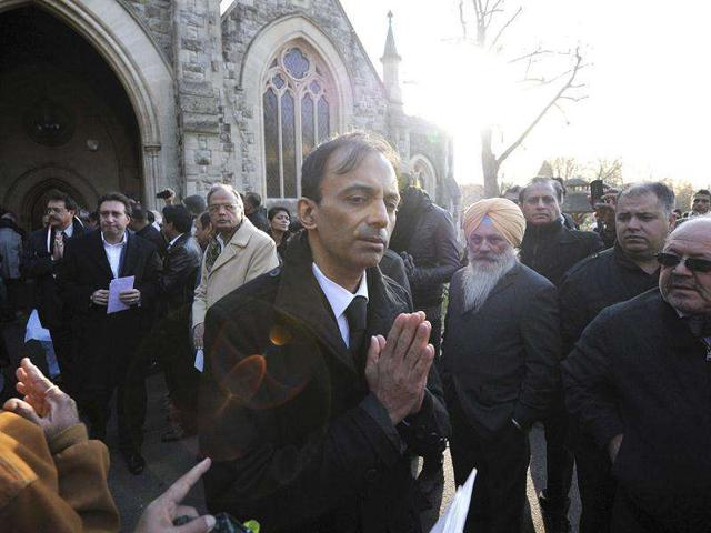 Suneil-Anand-the-son-of-Dev-Anand-leaves-after-his-funeral-in-London-AFP-Carl-Court