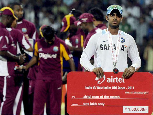 Manoj-Tiwary-poses-with-the-man-of-the-match-cheque-and-medal-after-India-won-the-final-One-Day-International-match-in-Chennai