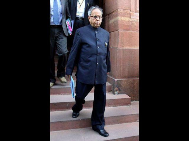 Finance-minister-Pranab-Mukherjee-arrives-to-attend-the-winter-session-at-Parliament-House-in-New-Delhi-HT-Photo-Sonu-Mehta