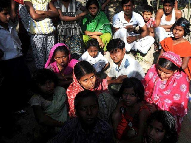 The-bodies-of-the-victims-killed-after-consuming-spurious-liquor-were-brought-to-their-homes-at-Malvani-in-Mumbai-Pratham-Gokhale-HT-Photo