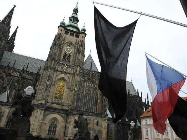 The-Czech-National-flag-and-two-black-flags-wave-in-front-of-Saint-Vitus-Cathedral-at-Prague-Castle-to-commemorate-the-death-of-former-Czech-president-Vaclav-Havel-AFP-Photo-Michal-Cizek