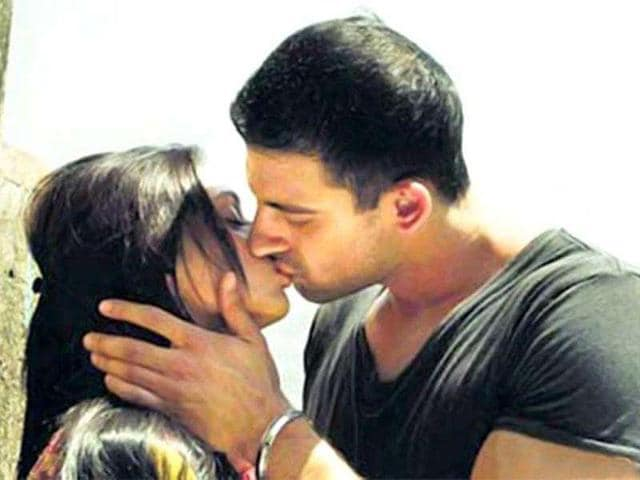 Aditi-Rao-and-Arunoday-Singh-were-relatively-unknown-names-but-not-anymore-Their-multiple-smooches-in-Yeh-Saali-Zindagi-broke-Mallika-Sherawat-s-kissing-record
