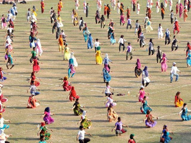 555-Odissi-dancers-from-across-India-and-abroad-matched-steps-to-perform-the-complete-five-phase-repertoire-of-classical-Odissi-for-30-minutes-a-feat-which-they-hope-would-ensure-a-place-in-Guinness-Book-of-World-Records-HT-photo