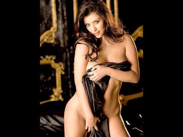 Kim Kardashian,Poonam Pandey,bikini