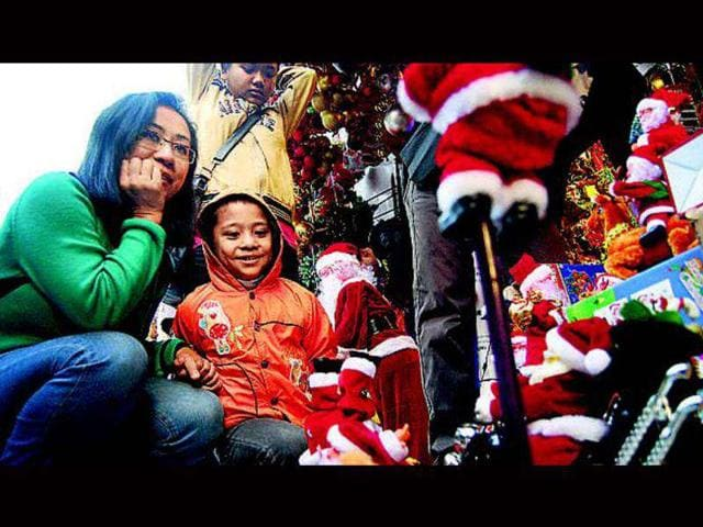 Christmas-of-the-yore-was-a-family-affair-involving-singing-carols-and-philanthropy-Commercial-interests-have-taken-over-the-festival-today-with-people-associating-Christmas-with-Santa-Claus-rather-than-Jesus-Christ-Sunil-Ghosh-HT-photo